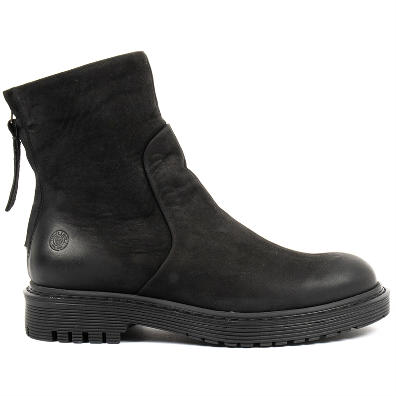 Solid-winter-boots-black-nubuck-side