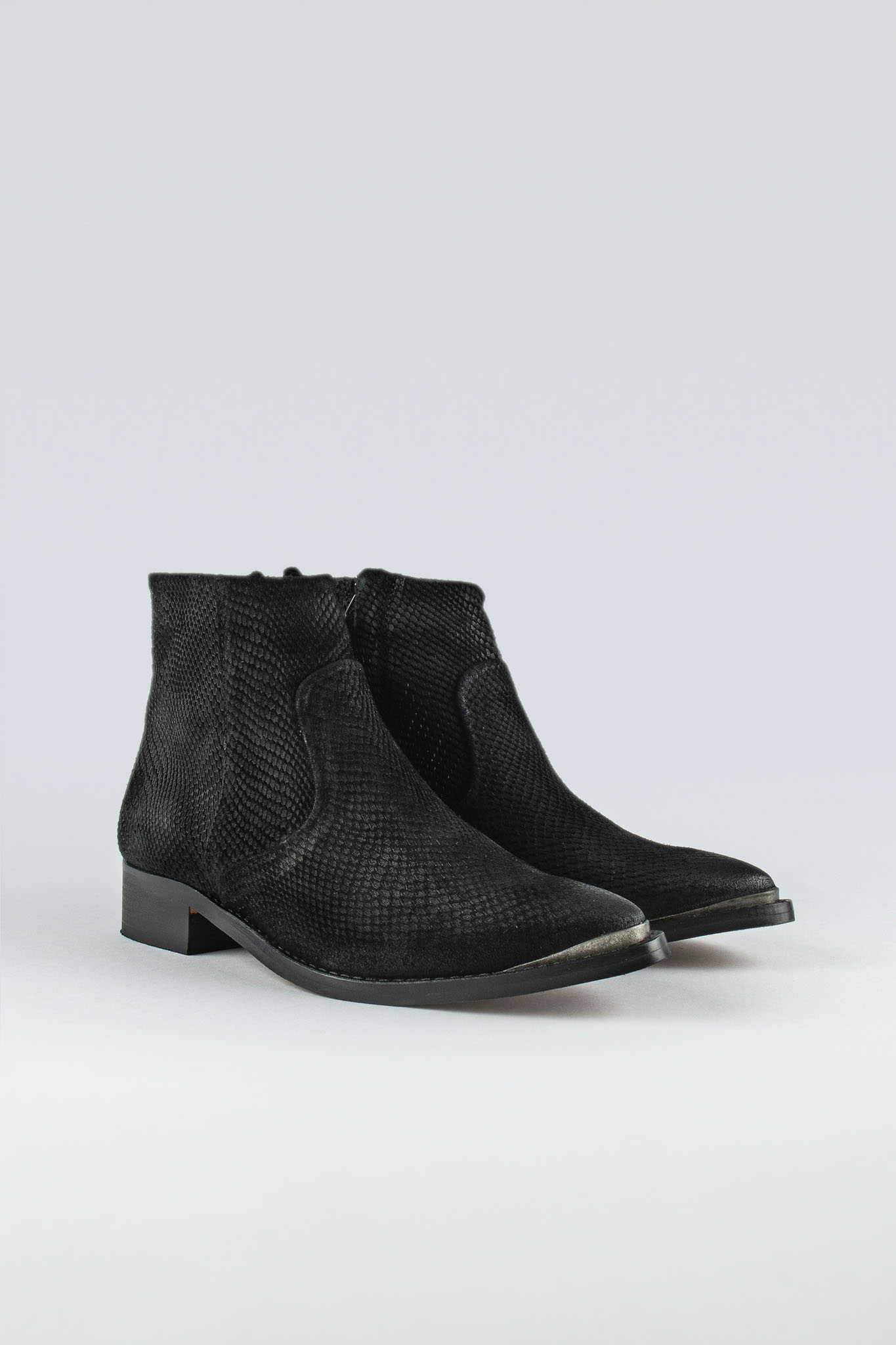 Electric W Suede Black Snake