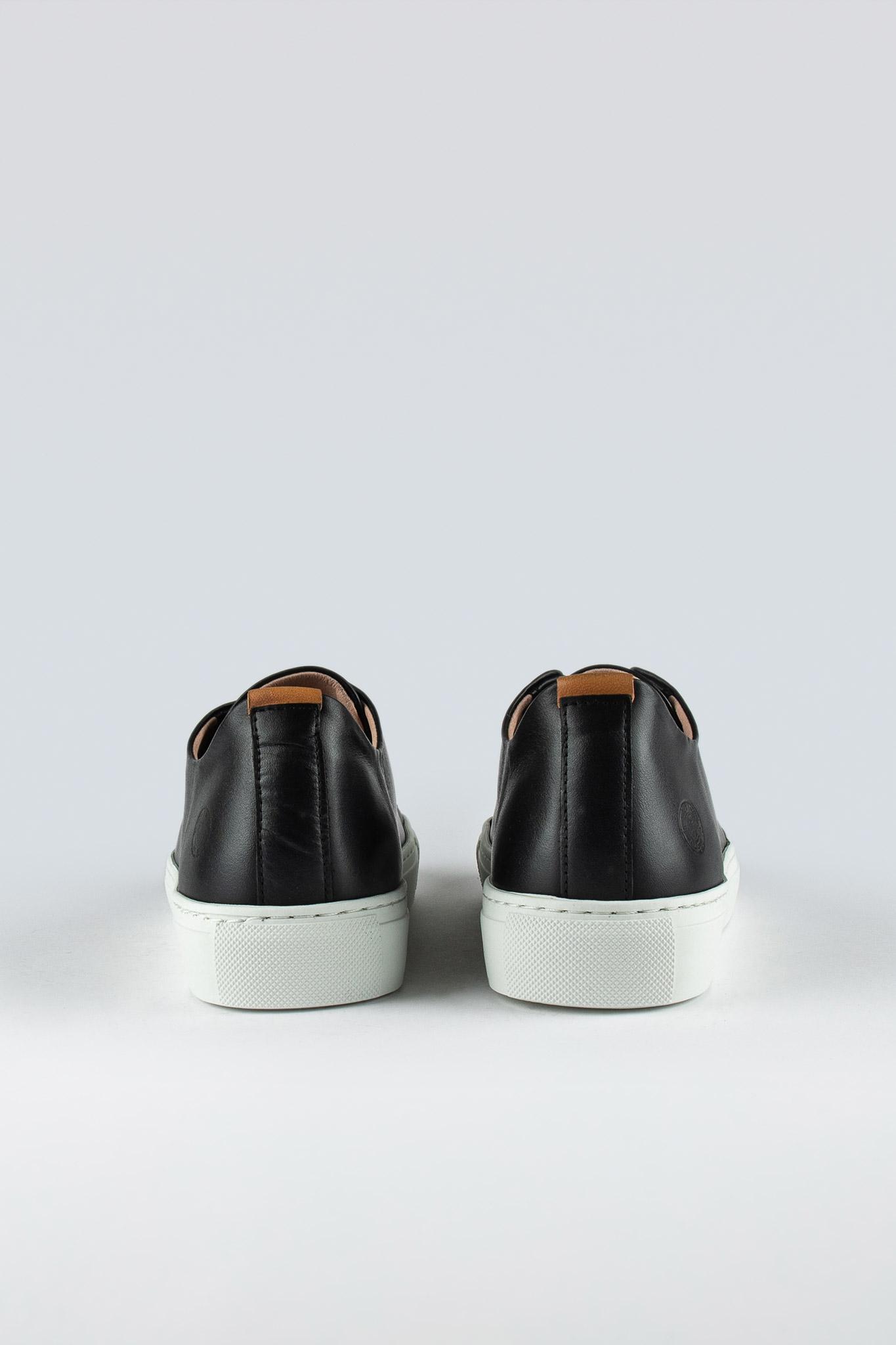 Less W Black