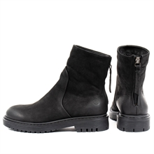 Solid-winter-boots-black-nubuck-front