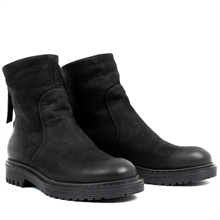 Solid-winter-boots-black-nubuck-pair